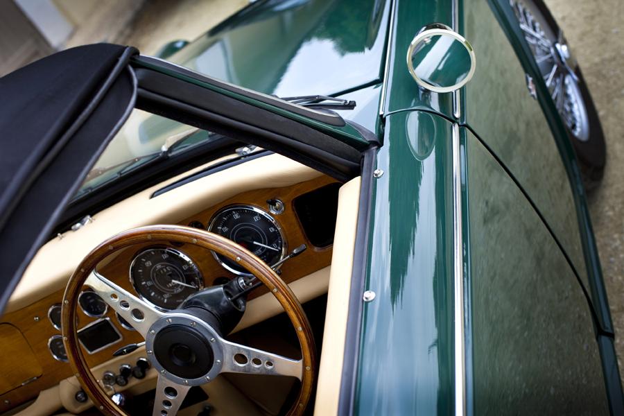 Vetro rotto della tua auto d'epoca? Non disperare: affidati a dei professionisti!