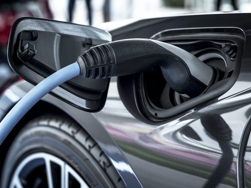 Scopri subito dove acquistare o noleggiare un'auto elettrica
